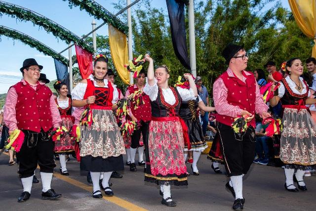 Desfile oficial da 32ª Oktoberfest