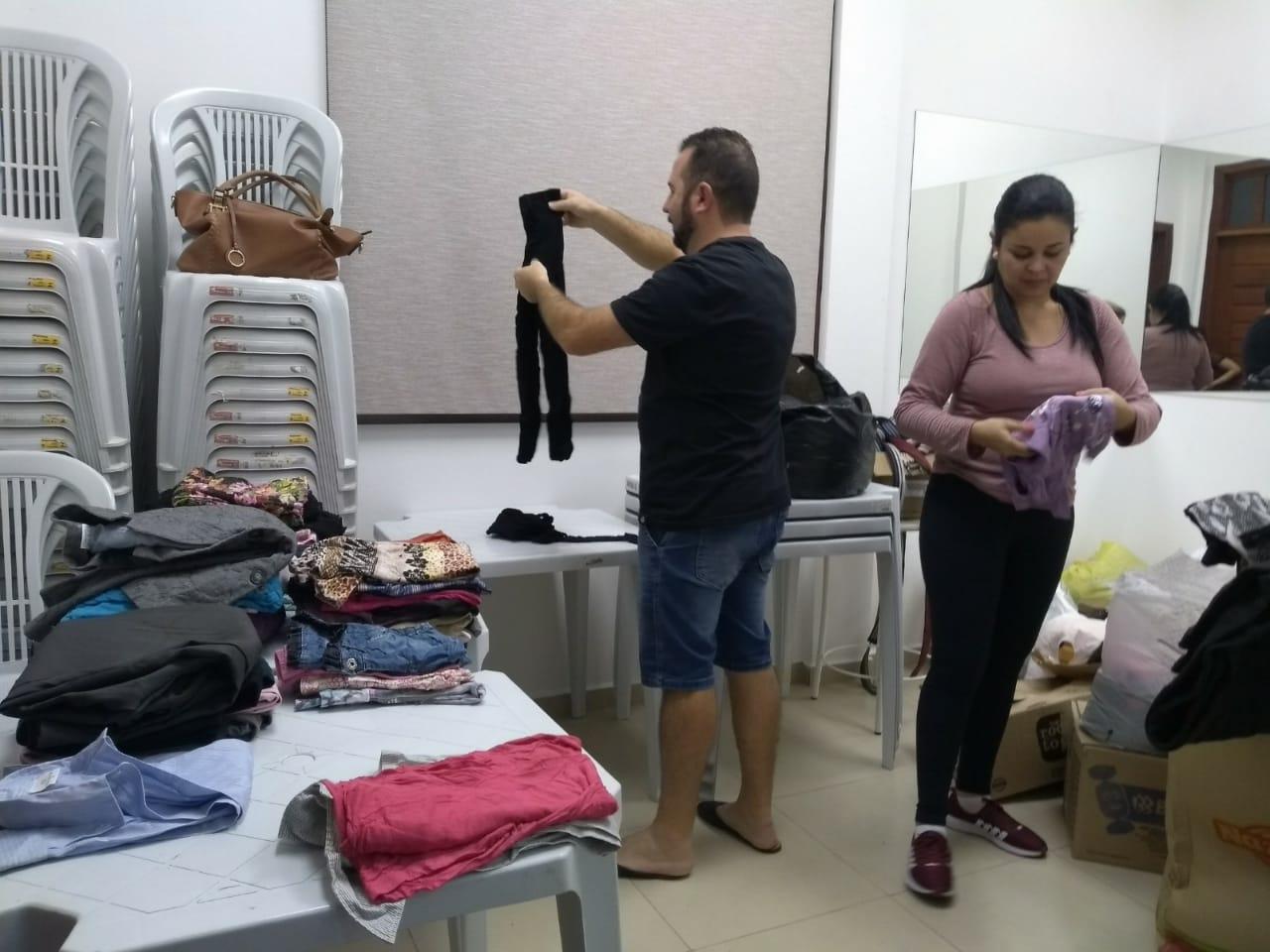 SOCIALIZAÇÃO: Wiedergeburt arrecada roupas para doação