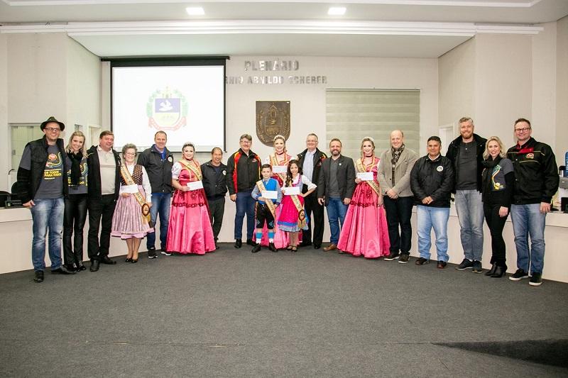 Câmara de Igrejinha reconhece trabalho voluntário da corte da Oktoberfest