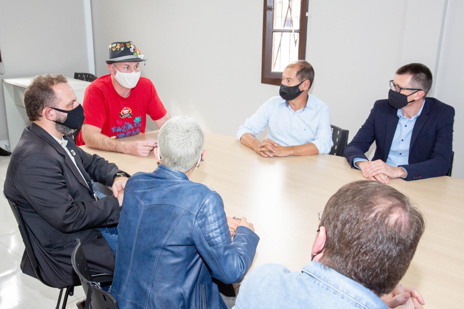 Secretária estadual da Cultura visita a AMIFEST