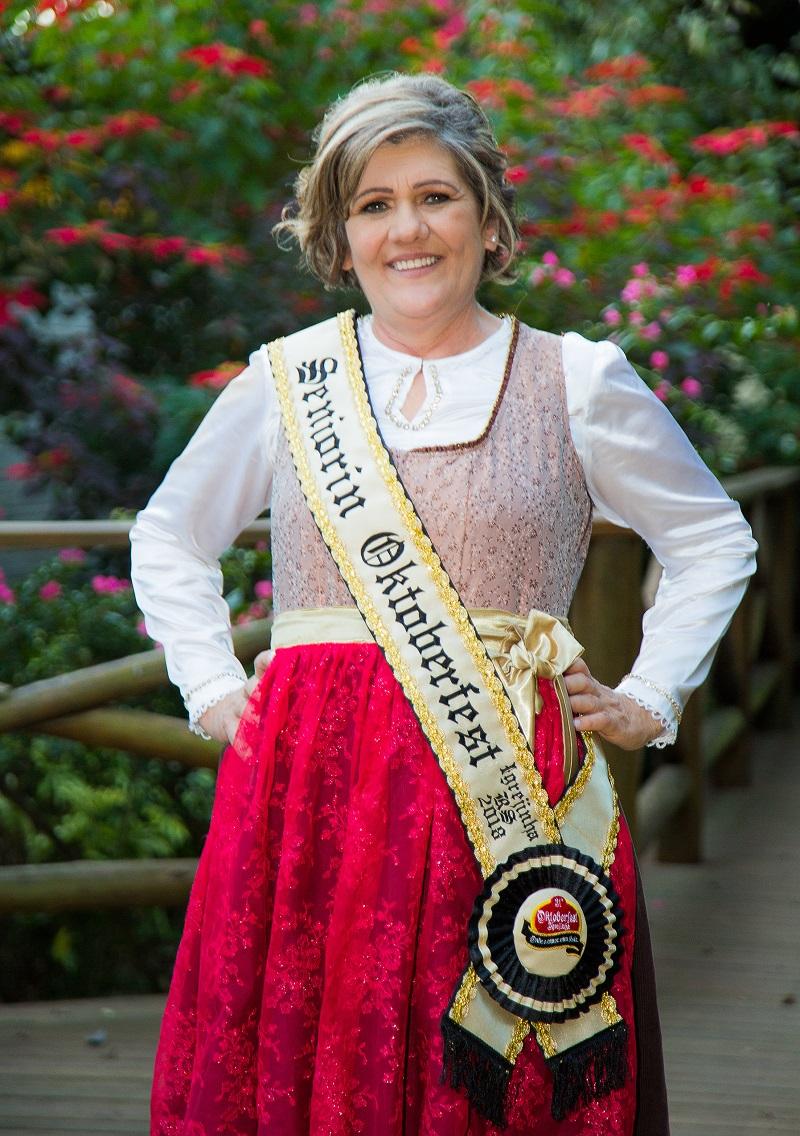 Célia Pereira Land é a Seniorin da  31ª Oktoberfest