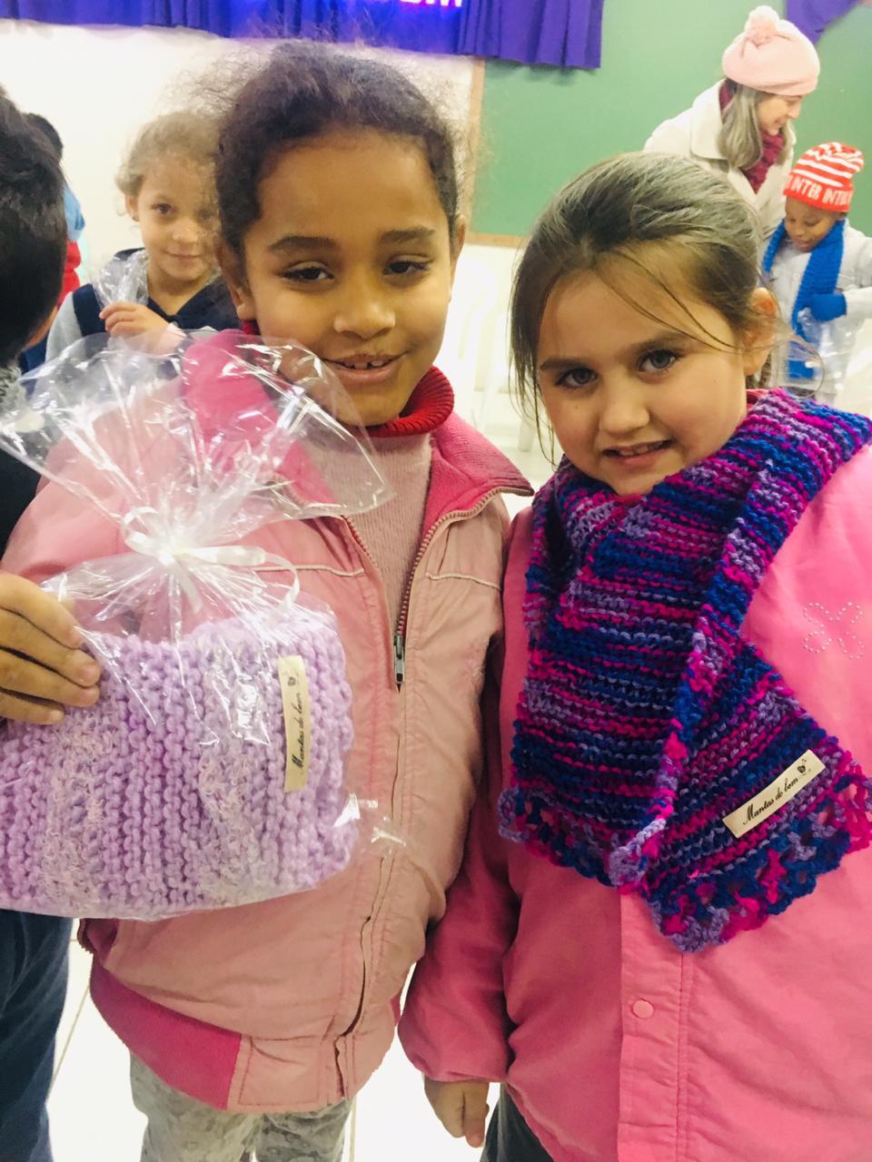 SOCIALIZAÇÃO: 'Mantas do Bem' beneficia alunos da Escola Osvaldo Cruz