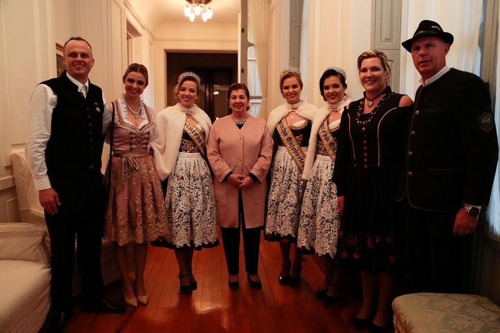 Comitiva entrega convite  para Governador Sartori