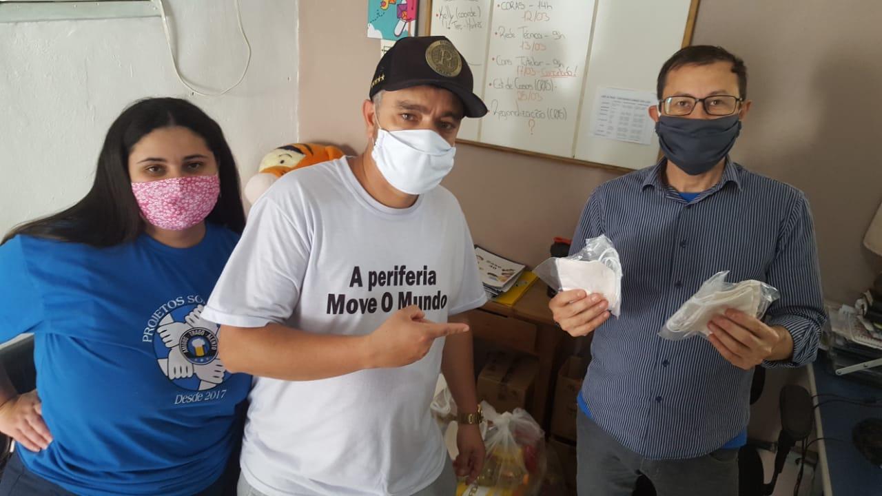 Vitrine do Bem: torcida organizada 'Garra Tricolor' doa alimentos