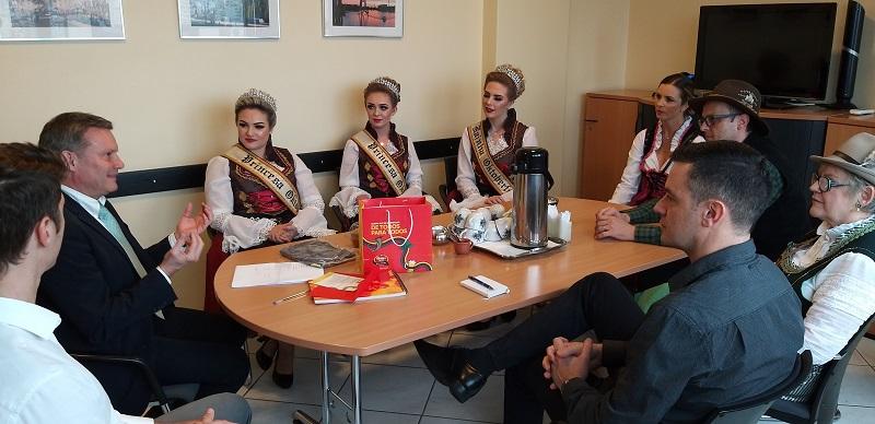 Cônsul-geral da Alemanha no RS recebe  comitiva da Oktober