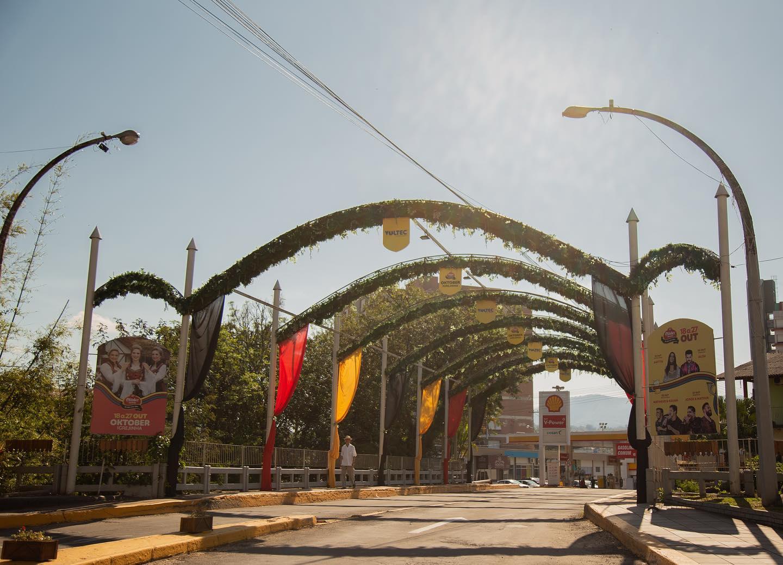 Clima de Oktoberfest toma conta das ruas de Igrejinha