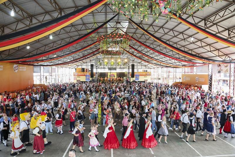 Oktober de Igrejinha realiza a maior polonaise do mundo